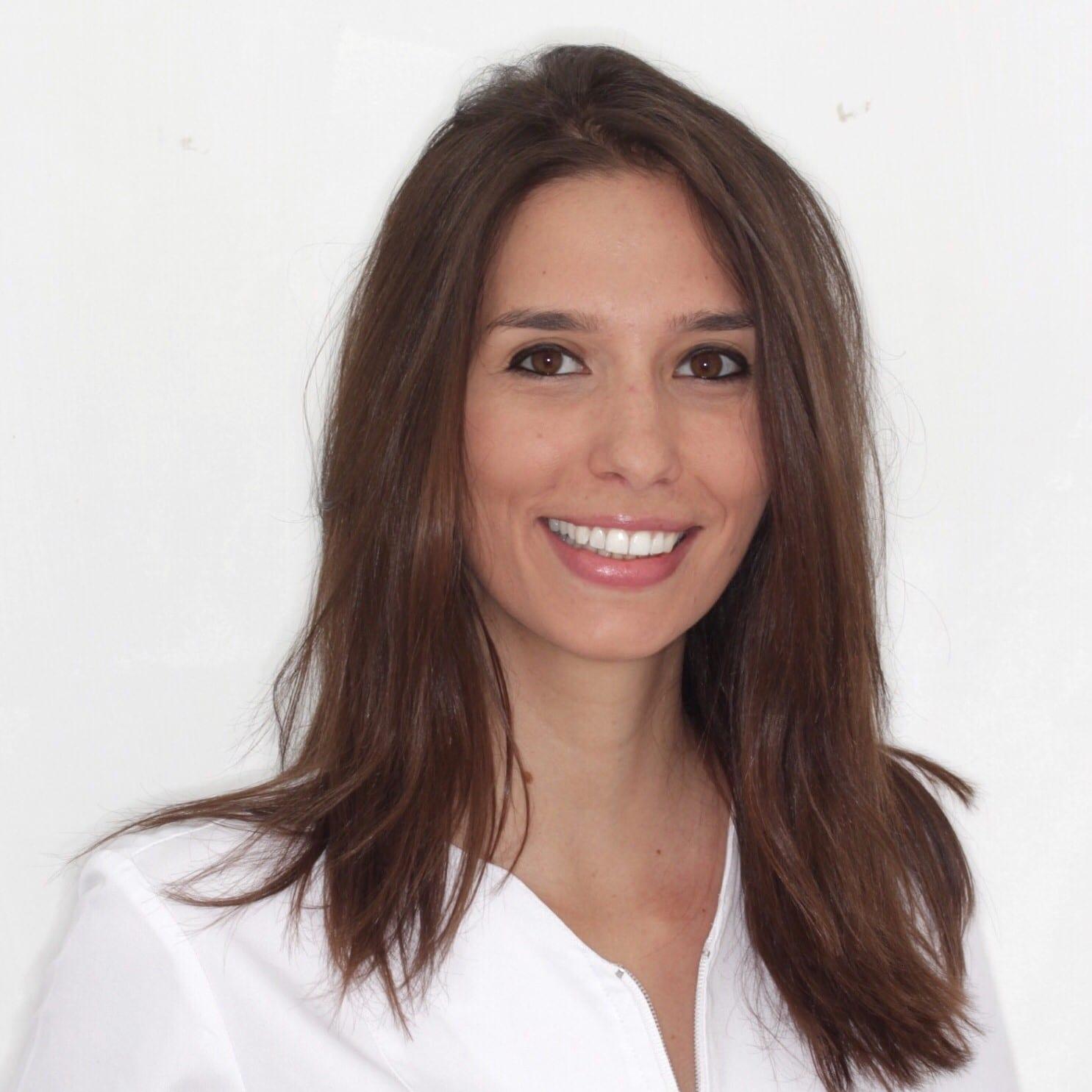 Begoña Cuello Borau - Especialista en Periodoncia, Implantes y Prostodoncia